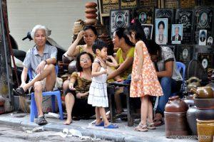 Hanoi_Street_Family_Use