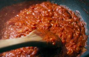 Tomato Sauce for Pizza - Jax Hamilton Cooks